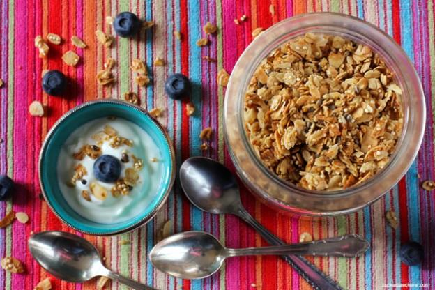 granola mit quinoa und hanfsamen zuckerb ckerei. Black Bedroom Furniture Sets. Home Design Ideas