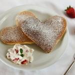 Herzpancakes mit Erdbeerquark