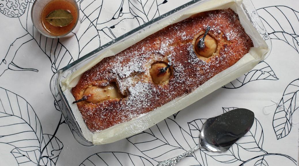 Vanillekastenkuchen mit karamellisierten Lorbeerbirnen