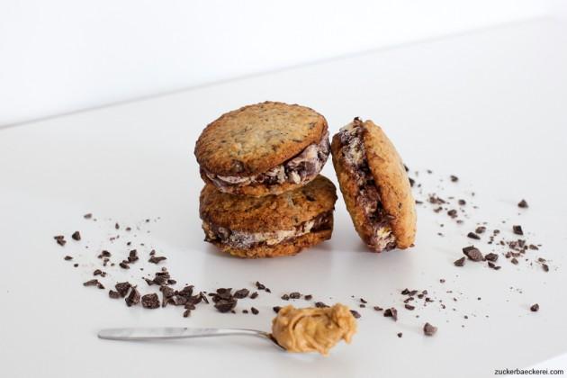Cookie-Erdnussbutter-Schoko-Eissandwiches