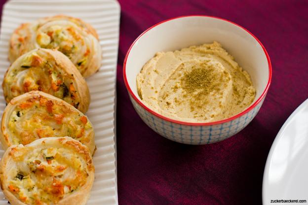 Blätterteigschnecken, Hummus