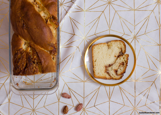 Gebrannte-Mandel-Hefezopf-Brot