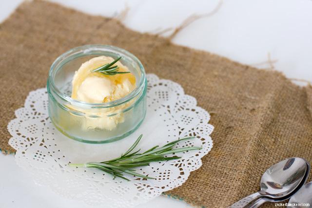 Honig-Rosmarin-Eis mit Topfen