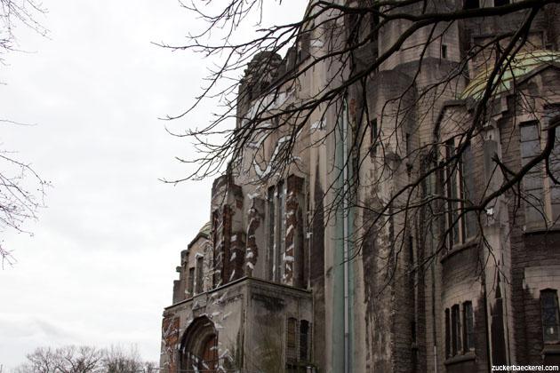 Kuppelkirche mit Möwen