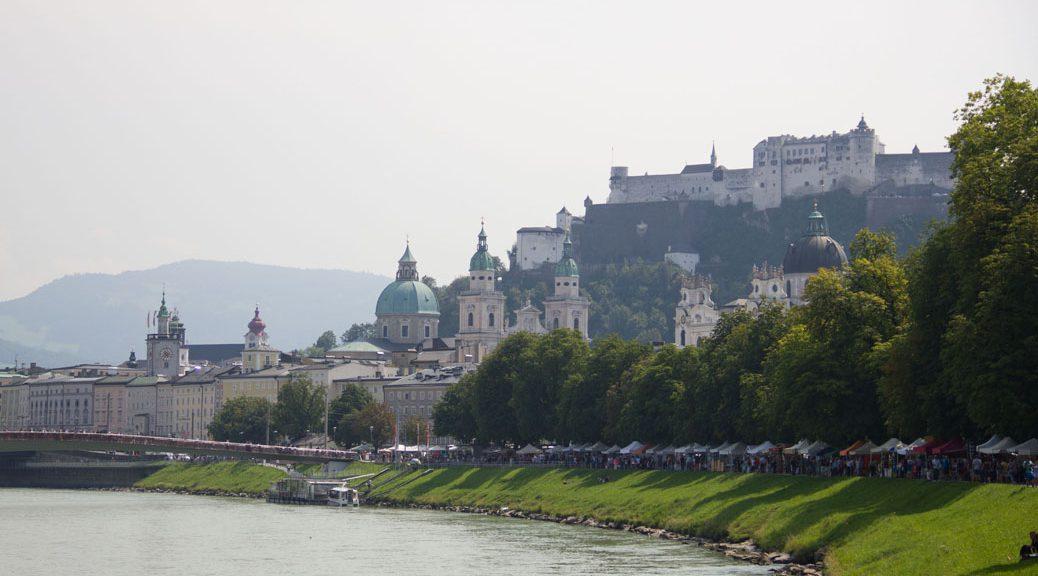 Blick über die salzach auf Salzburg