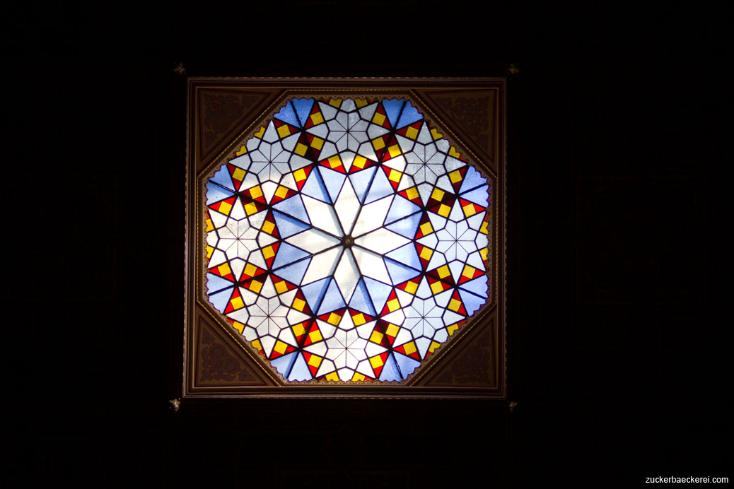 geometrisches sternenfenster