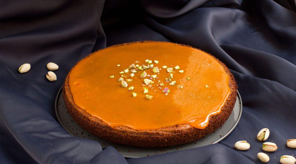 Kardamom-Pistazien-Karottenkuchen ganz