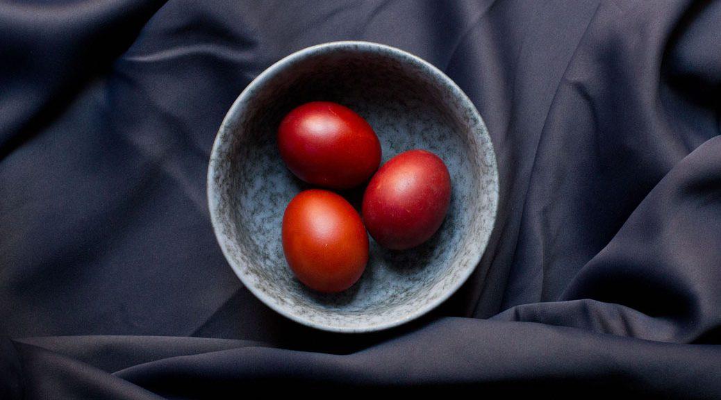 Zwiebelschalengefärbte Ostereier