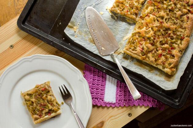 rhabarber-frangipane-tarte mit kandiertem Ingwer, Vogelperspektive