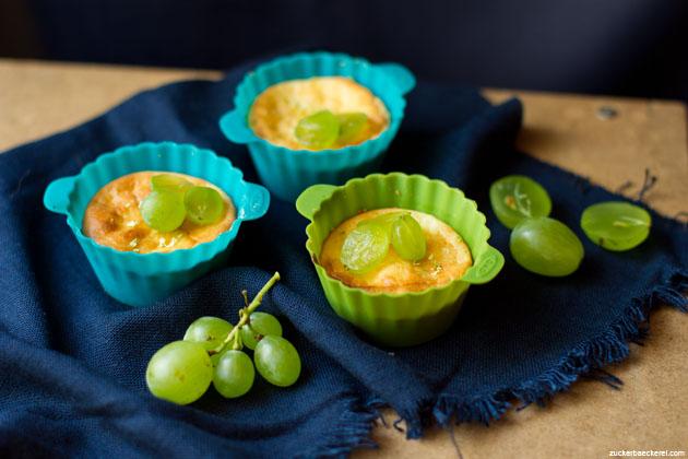 mini-cheesecakes mit limette und weintrauben