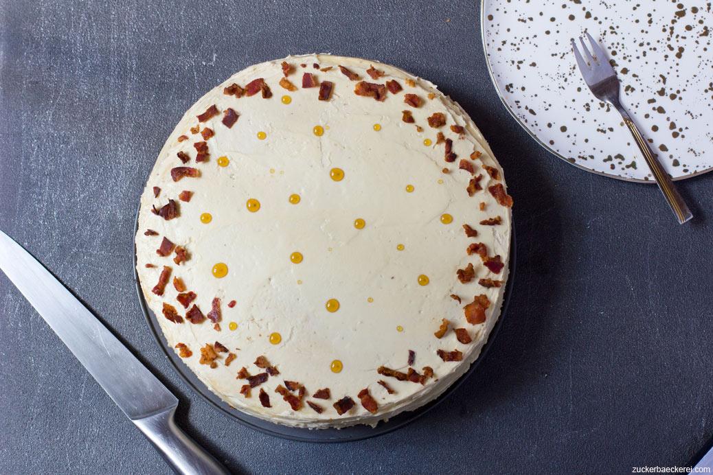 Ahornsirup-Bacon-Torte mit Buttercreme