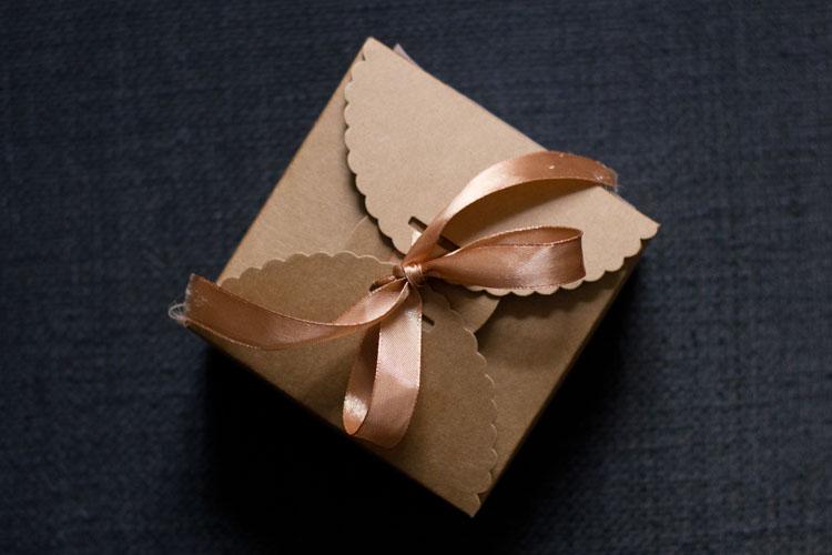 Tartelette-Verpackung Noemi Kron im Noble Savage Pop Up