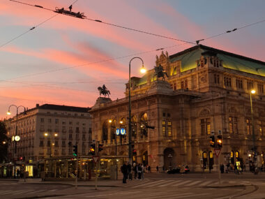 Wiener Oper im Abendrot